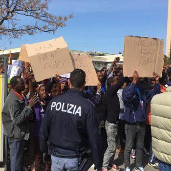1467504941932.jpg–protesta_di_profughi_a_cagliari
