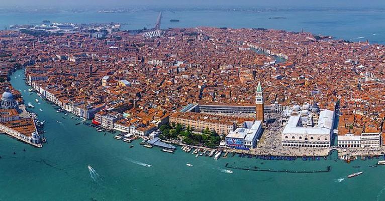 venezia_dall_alto-766×401