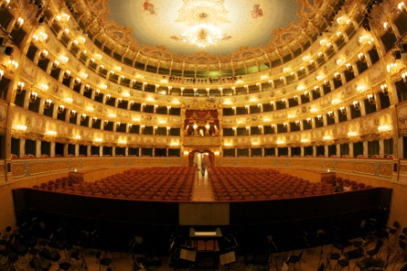 Interno_Fenice_HR_wikipedia